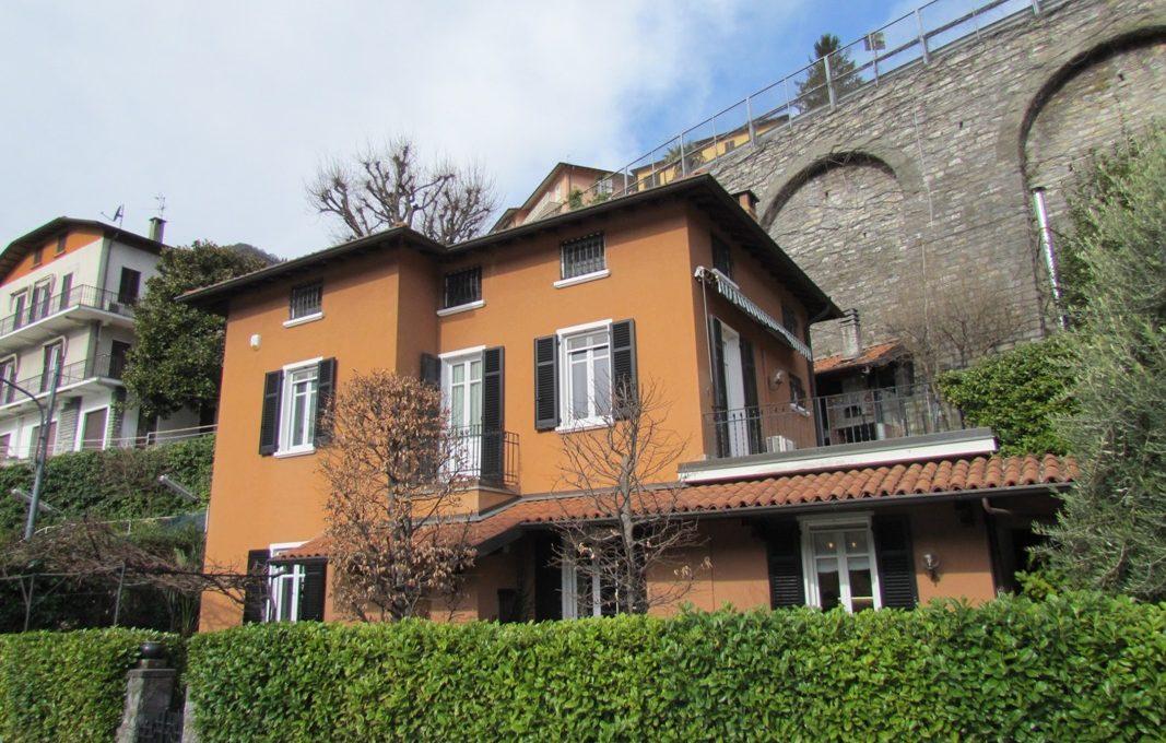 veduta della villa in via roma