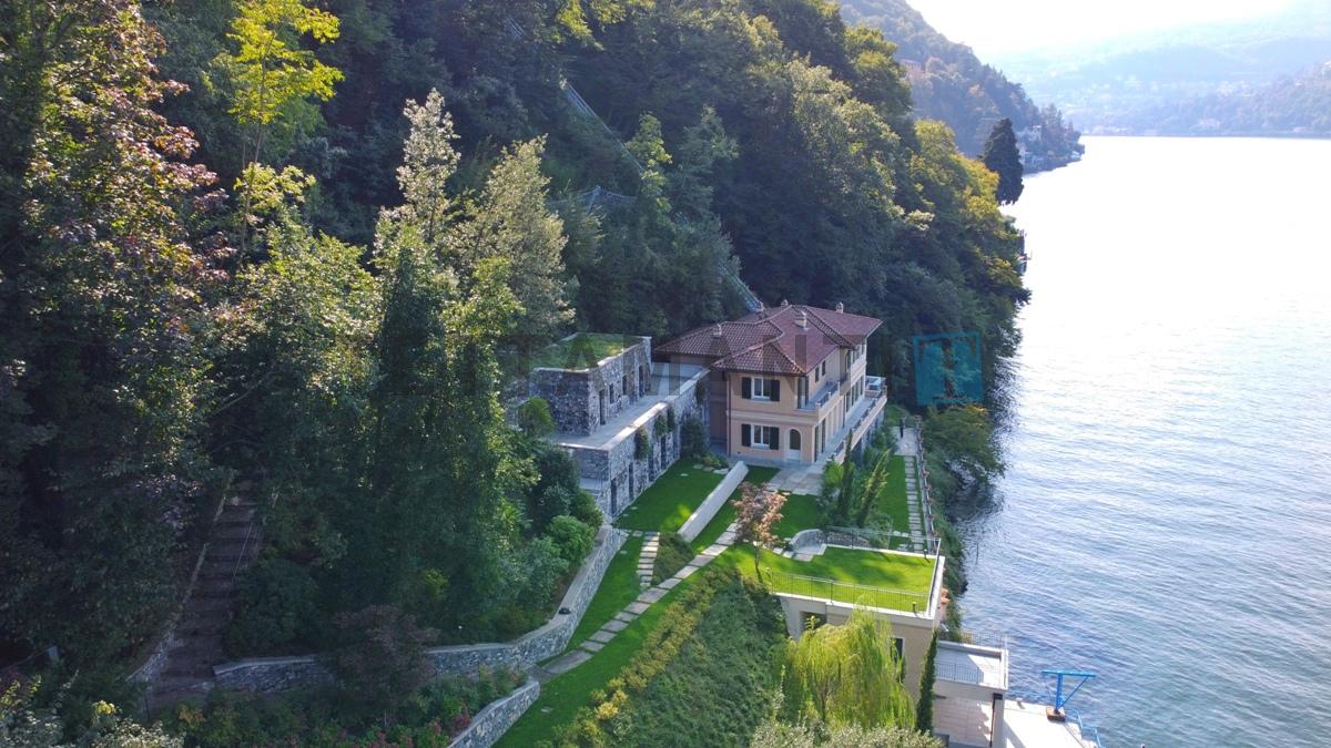 villa fronte lago lusso como