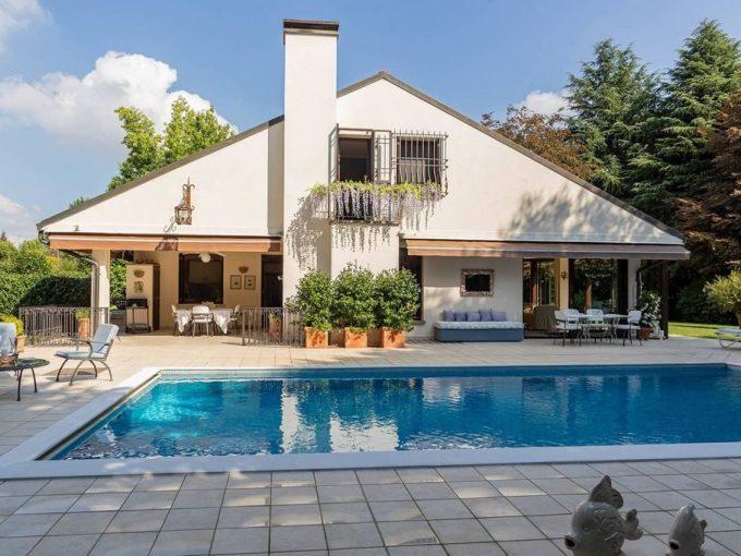 Guanzate elegante villa in residence