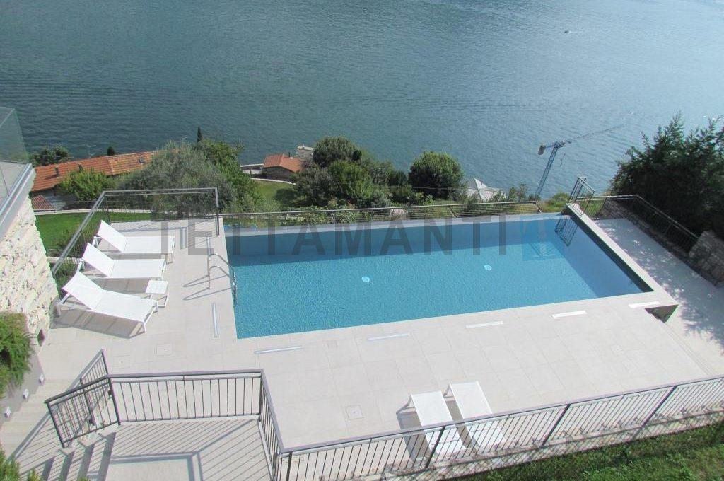 piscina vista lago como vendita