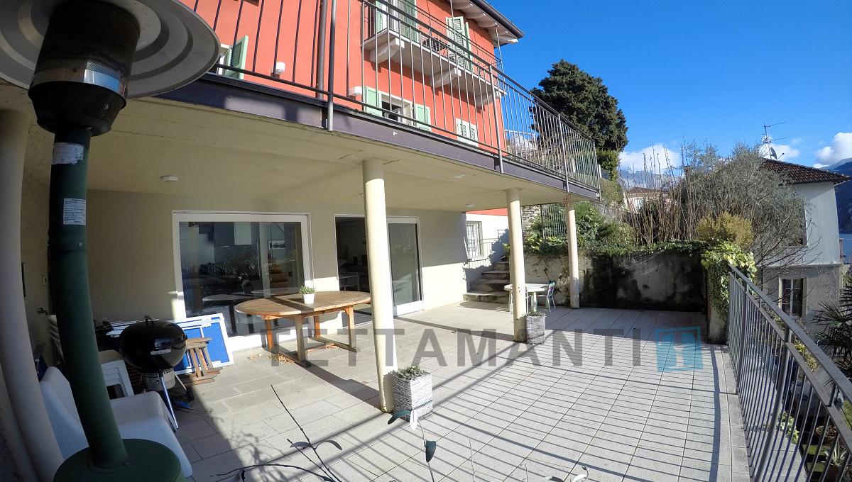 villa moltrasio in vendita vista lago giardino box auto garage