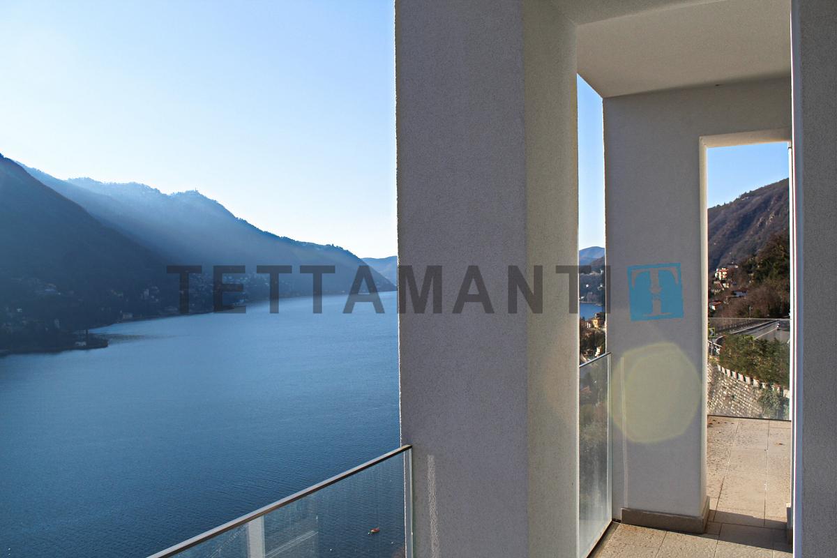 CARATE URIO appartamento vista lago in contesto esclusivo