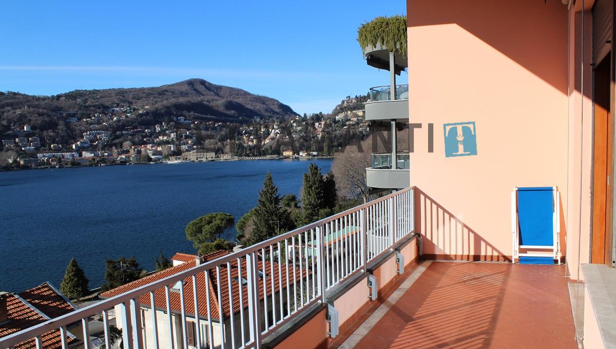 balcone vista lago como