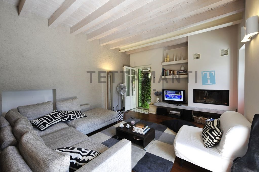 soggiorno con accesso terrazza e giardino