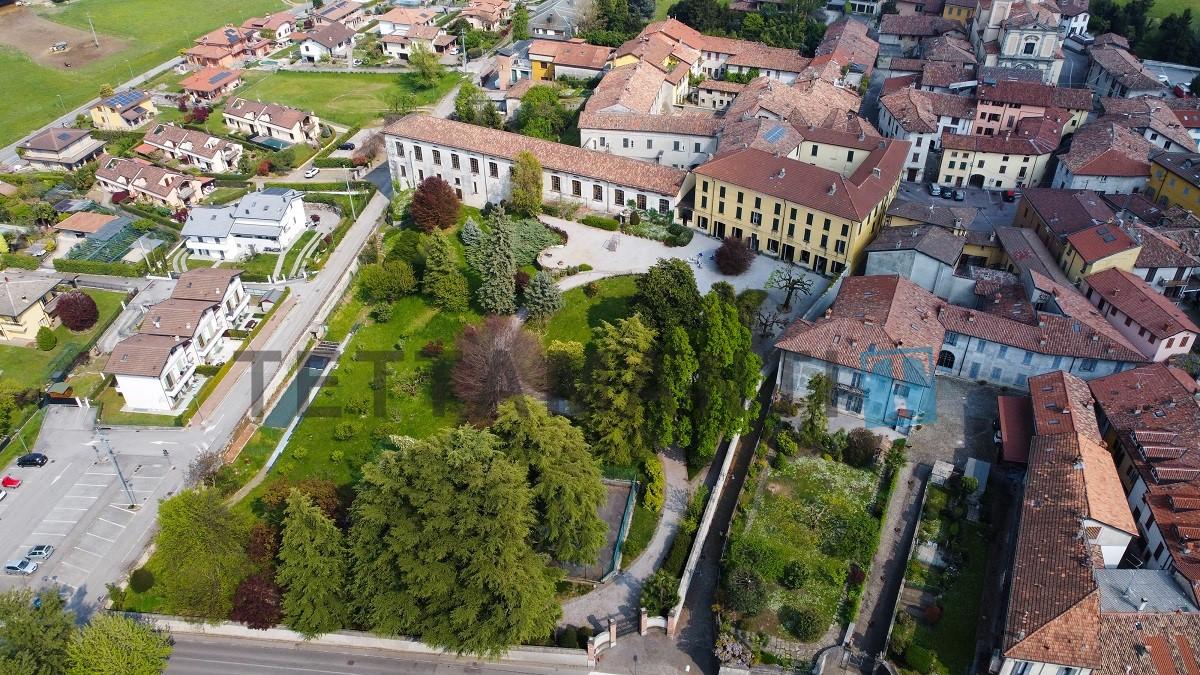 stupenda proprietà con ampio parco a Lecco