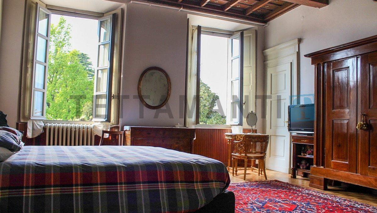 camera con pregiato soffitto a cassettoni