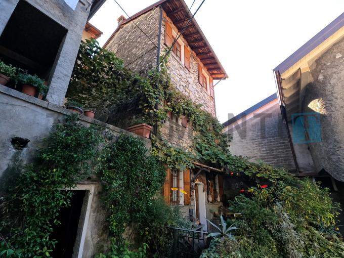 POGNANA LARIO - Meravigliosa villa in sasso